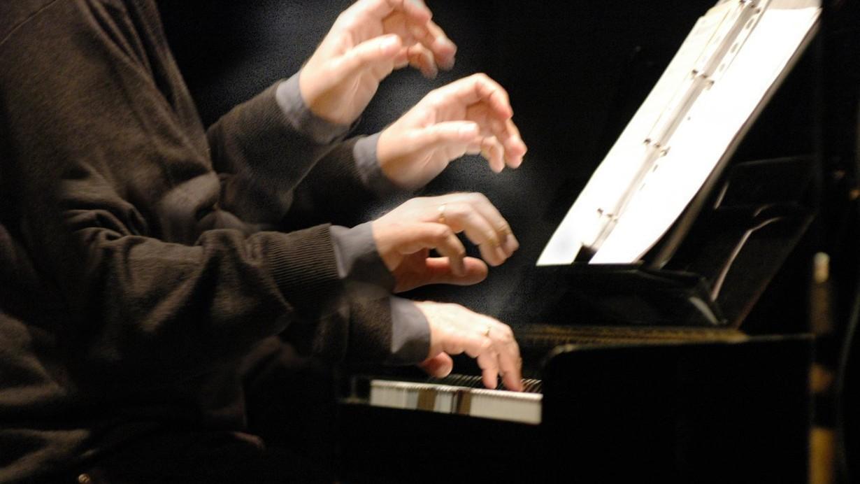 Le-mani-Foto-di-Antonio-Coppola
