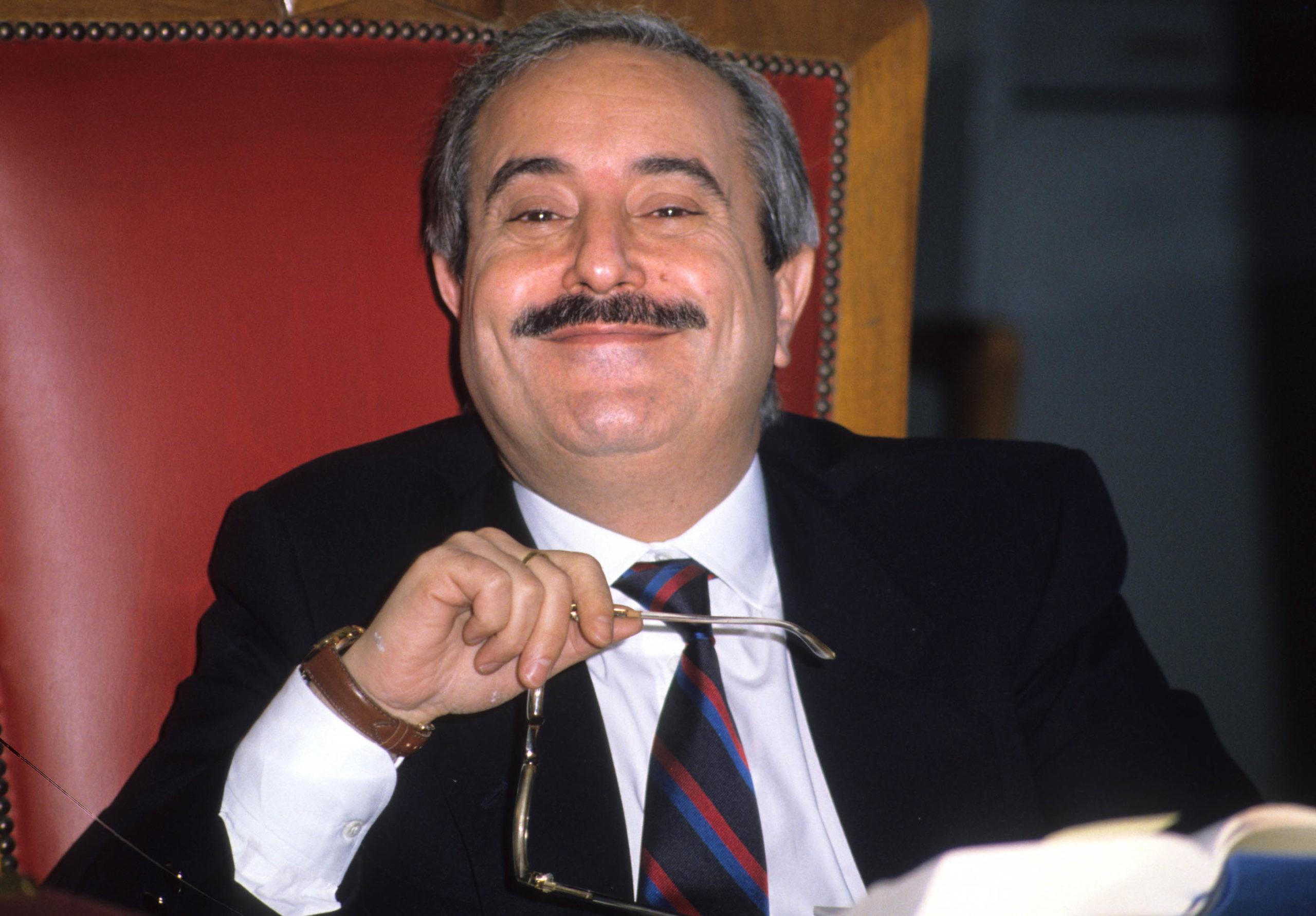 """La mafia degli italiani """"perbene"""" e il sacrificio di Giovanni Falcone"""